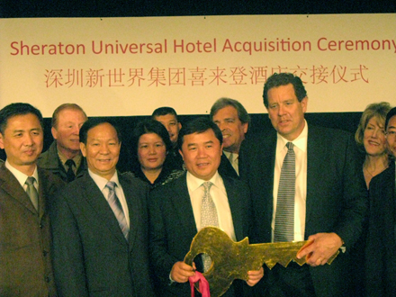 2011 / Investment company from China purchases two major hotels in Los Angeles for $150 millions