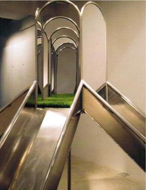 Scenery_0509 (detail), Makoto Gomyo, 2005. Aluminum, mirror, artificial turf. 440 x 440 x 250 cm.