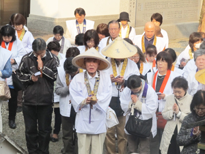 Pilgrims at Jizoji