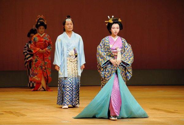 Kimono dressing presentation