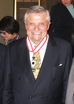 Bill Clark was awarded Japan's medal, the Order of the Rising Sun, Gold Rays with Neck Ribbon in San Francisco in May 2009. (Cultural News Photo)