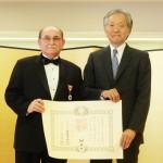 Conferment Ceremony: Japan's medal recipient Dr. James Folsom, left, and Japanese consul general Harry Horinouchi. (June 16, 2016. Cultural News Photo)