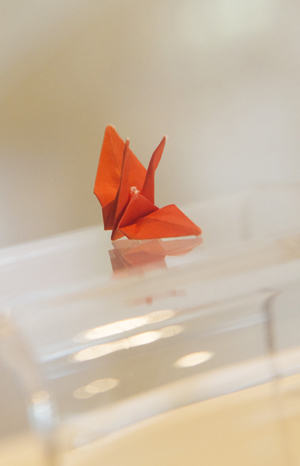 Caption: A tiny paper crane folded by Hiroshima atomic bombing victim Sadako Sasaki in 1950s is displayed at the Japanese American National Museum (Courtesy of the museum)