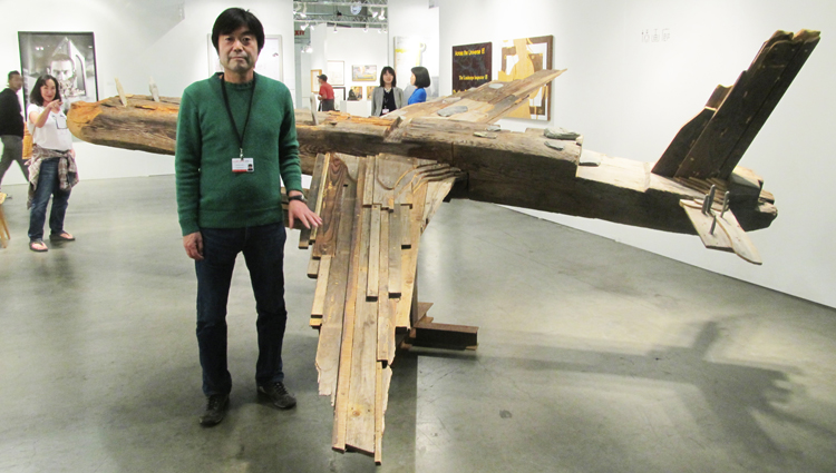 """Hiroshima City University professor Toshimitsu Ito created airplane figure sculpture """"AA 60"""" in 2012, and brought his work at 2015 LA Art Show. This exhibit attracted most attendees according to the survey.  (Cultural News Photo)"""
