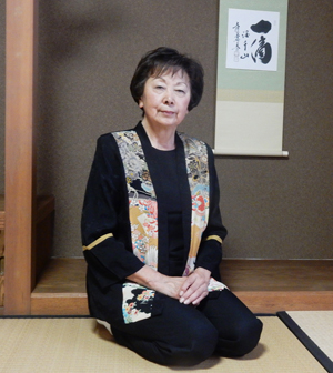 Community leader and Japanese culture advocator Kay Kayoko Inose at the tea room of the Gardena Buddhist Church in Gardena. (Cultural News Photo)