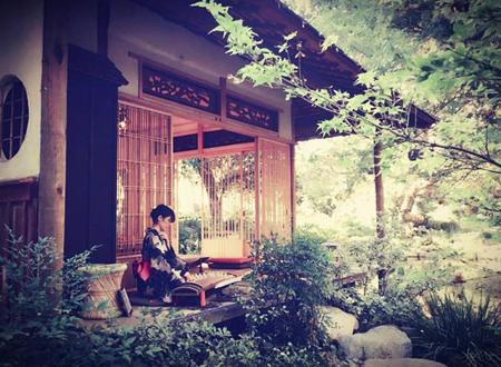 A tea house at the Storrier Stearns Japanese Garden